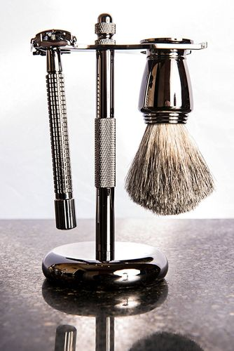 Artamis Gun Metal Shaving Stand With Razor And Mixed Badger Brush Set